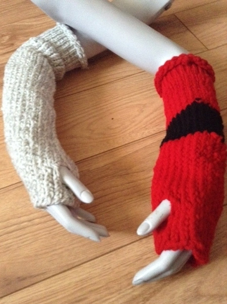 Fingerless-Gloves-in-Grey-and-Red-and-Black