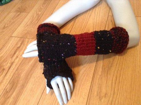 Red-and-Black-Speckled-Fingerless-Gloves-2